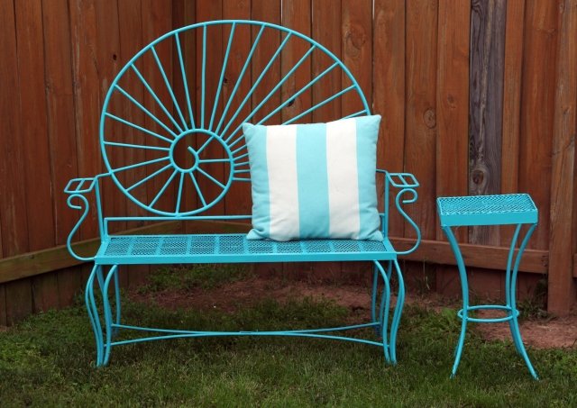 Aqua bench and side table in Seaside by Rust-oleum