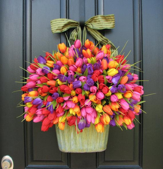 Photo of a colorful spring tulip bouquet