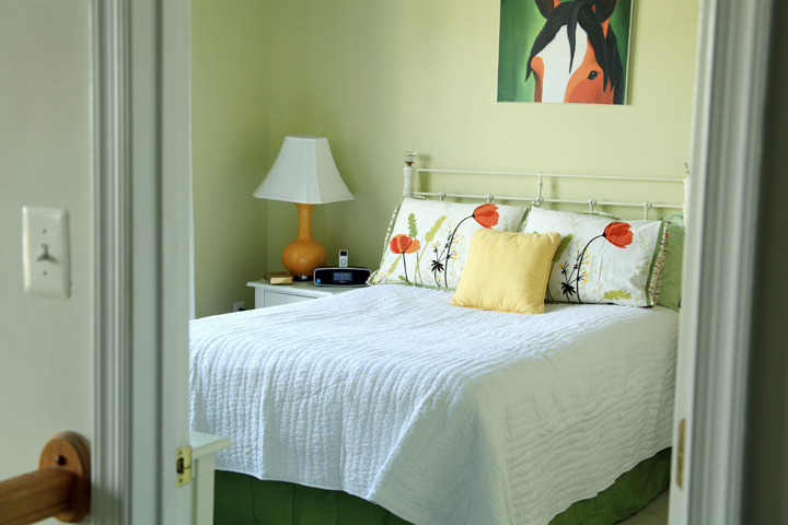 Quick spring bedroom makeover afternoon artist - Spring bedding makeover ideas ...
