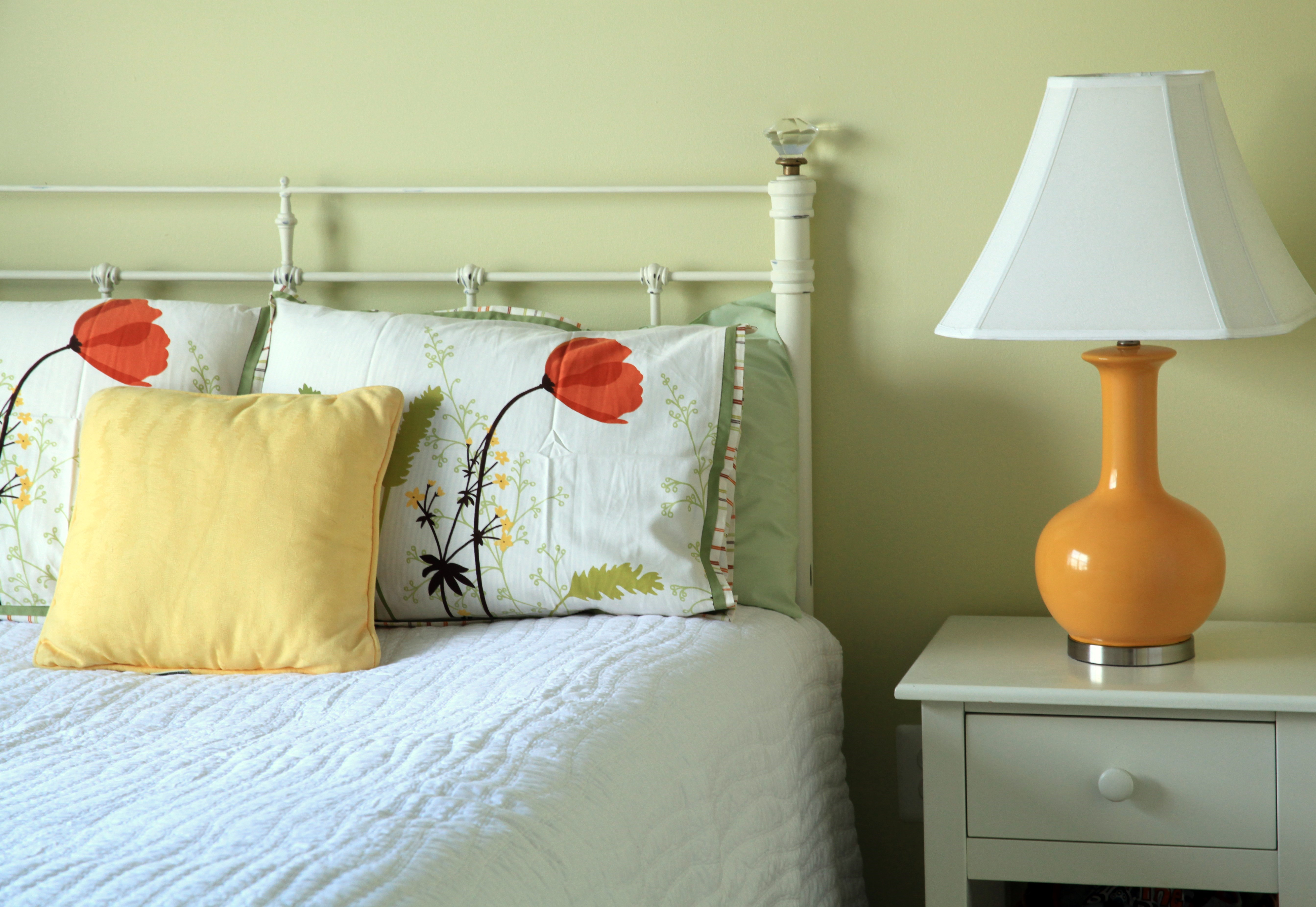 Spring bedroom makeover afternoon artist - Spring bedding makeover ideas ...
